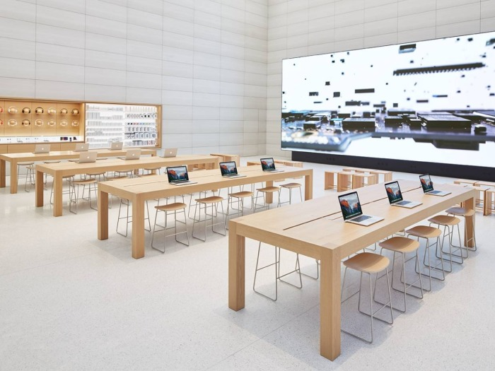 the-newest-apple-store-has-motion-sensitive-power-outlets-that-open-when-you-wave-your-hand